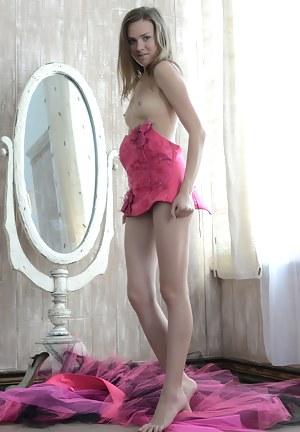 XXX Teen Legs Porn Pictures